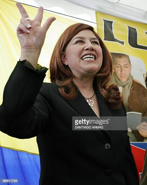 Ximena Bohorquez esposa del ex presidente Lucio Gutierrez e integrante del partido Sociedad Patriotica grita consignas tras la proclamacion de su...