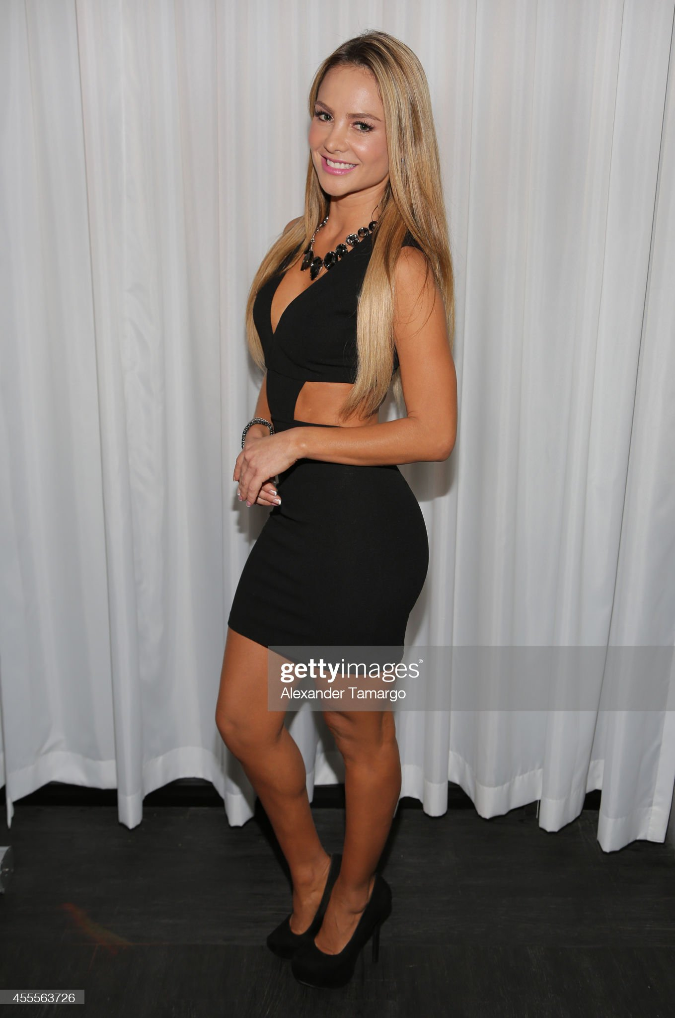 ¿Cuánto mide Ximena Córdoba? - Altura - Real height Ximena-cordoba-attends-the-israel-ministry-of-tourism-reception-at-picture-id455563726?s=2048x2048
