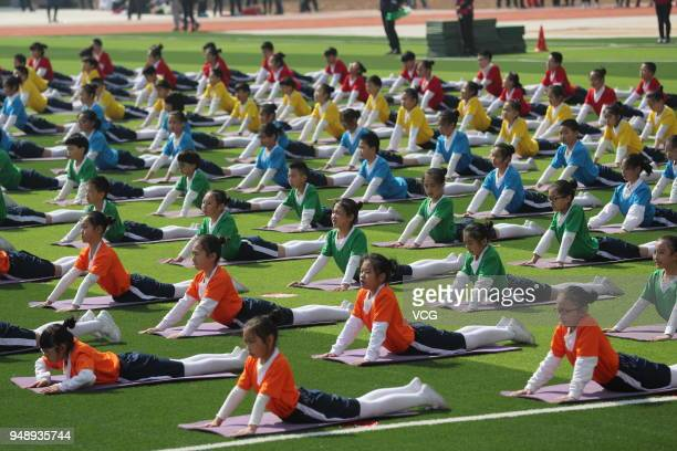 Xinyi Road Primary School students show their extracurricular exercises introduced from the National School Physical Education Leagues at Haigang...