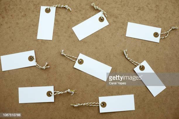 xmas tags and decoration for gifts   in rustic background - prezzo messaggio foto e immagini stock