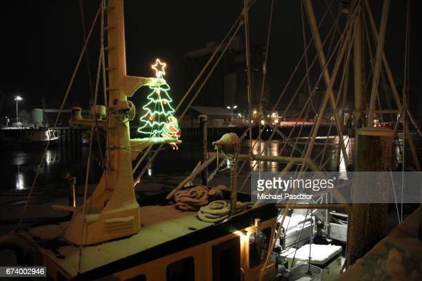 x-mas tree on cutter - husum stock-fotos und bilder