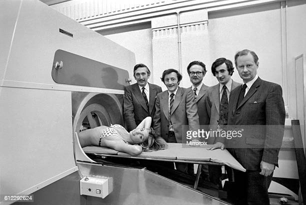 Ray scanner with the team from L/R Godfrey Hounsfield Tony Williams Peter Langstone Steve Bates Chris Lemay April 1975 751905008