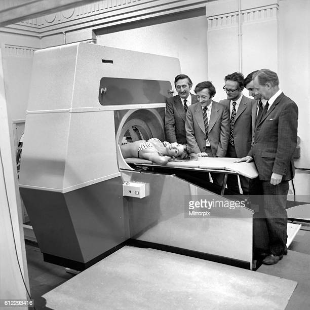 Ray scanner with the team from L/R Godfrey Hounsfield Tony Williams Peter Langstone Steve Bates Chris Lemay April 1975 751905003