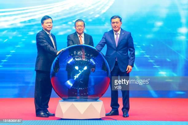 Xu Liyi, Secretary of the Zhengzhou Municipal Party Committee, Chairman of the Center for China & Globalization Long Yongtu and Shanghai Co-operation...