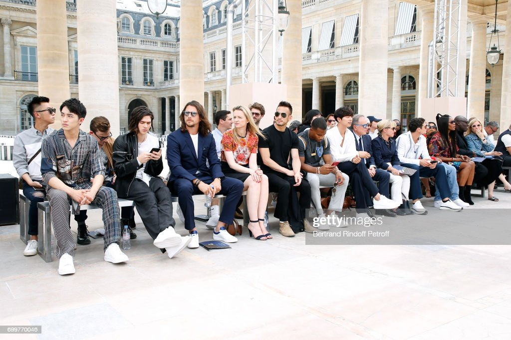 Louis Vuitton : Front Row - Paris Fashion Week - Spring/Summer 2018 : News Photo