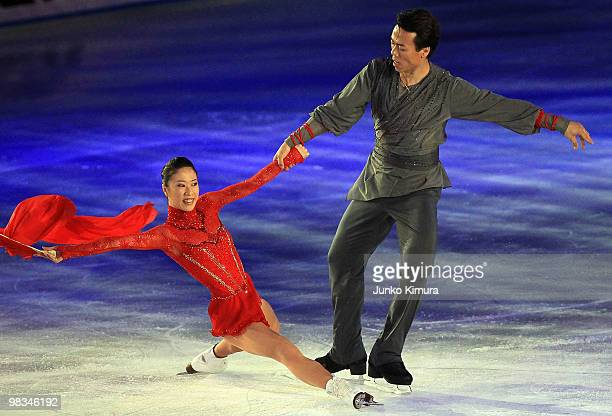 Xue Shen and Hongbo Zhao perform during the Stars on Ice 2010 at Yoyogi National Gymnasium on April 9 2010 in Tokyo Japan