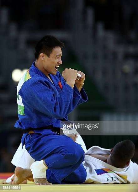 Xunzhao Cheng of China celebrates after defeating Krisztian Toth of Hungary in a Men's 90kg bout on Day 5 of the Rio 2016 Olympic Games at Carioca...
