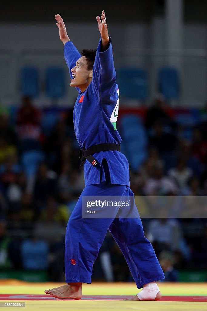 Xunzhao Cheng of China celebrates after defeating Otgonbaatar Lkhagvasuren of Mongolia during the Men's -90kg Bronze Medal B bout on Day 5 of the Rio 2016 Olympic Games at Carioca Arena 2 on August 10, 2016 in Rio de Janeiro, Brazil.