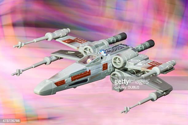 x-wing starfighter vaisseau spatial jouet de star wars saga de films - lego star wars photos et images de collection