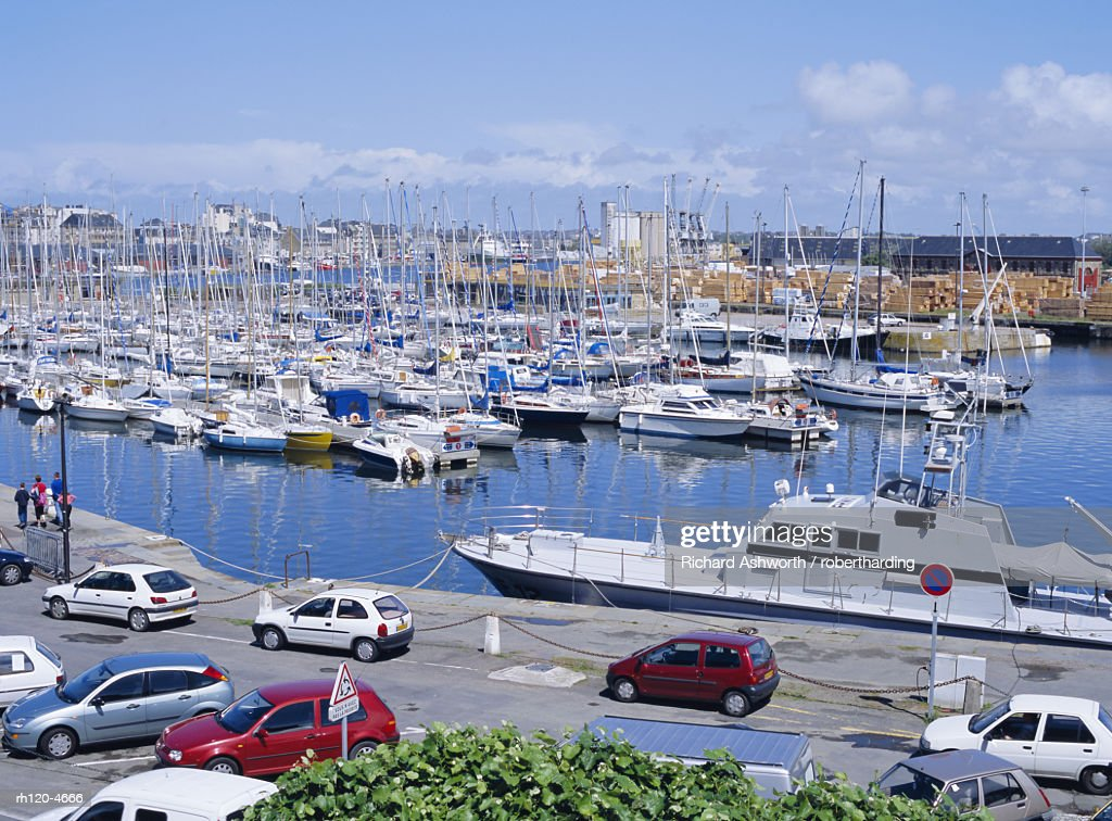 Yacht harbour east of the old town of St. Malo, Brittany, France : Foto de stock