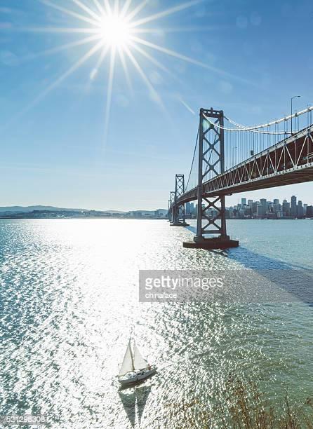 Alquiler de barcos hasta el puente de la bahía
