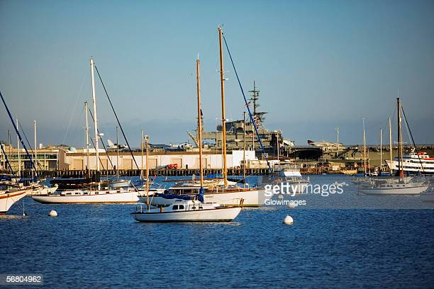 yacht's docked at a harbor, san diego bay, california, usa - datorport bildbanksfoton och bilder