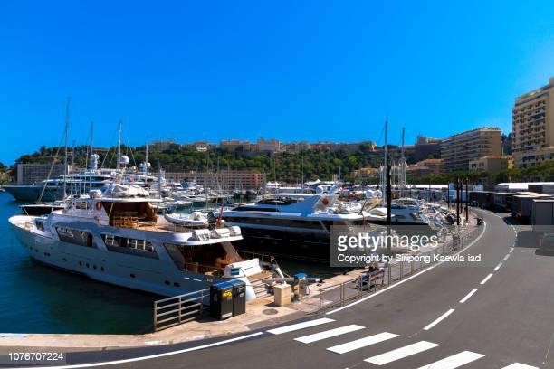 yachts docked at the port hercule, monaco. - モナコ公国 ストックフォトと画像