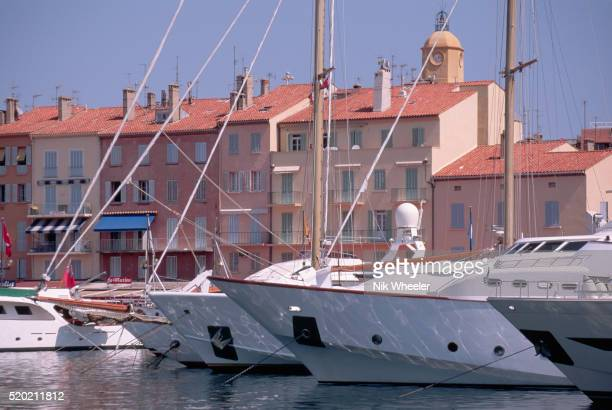yachts moored in marina in st-tropez - marina wheeler photos et images de collection