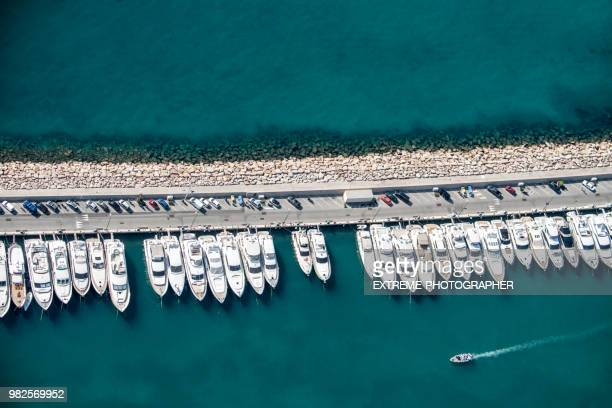 yachts on a pier - marina stock pictures, royalty-free photos & images