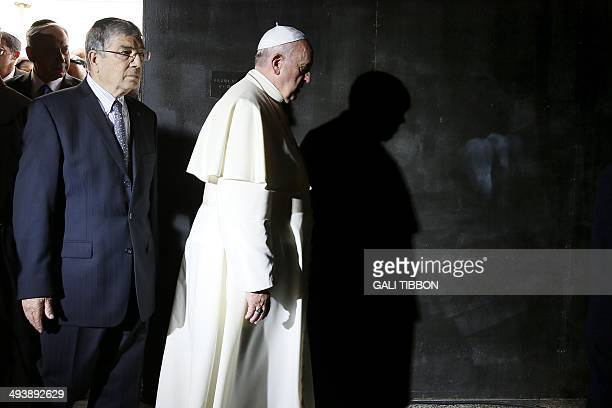 Yad Vashem Chairman Avner Shalev and Pope Francis arrive at the Hall of Remembrance on May 26 2014 during a visit to Yad Vashem Holocaust Memorial...
