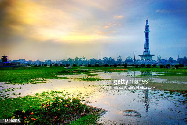 yadgaar minar e pakistan, lahore. - punjab pakistan stock photos and pictures