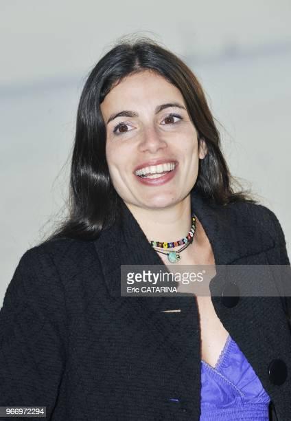 Yael Naim nee a Paris en 1978 de parents juifs tunisiens est une chanteuse francoisraelienne revelee par la comedie musicale Les dix commandements