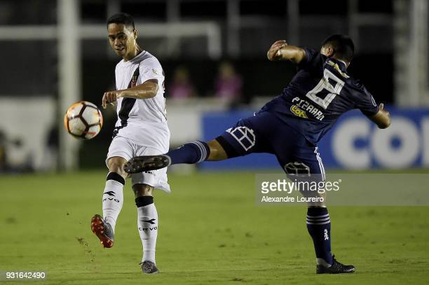 Yago Pikachu of Vasco da Gama struggles for the ball with David Pizarro of Universidad de Chile during a Group Stage match between Vasco and...