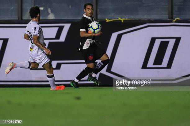 Yago Pikachu of Vasco da Gama struggles for the ball with Guga of Atletico Mineiro during a match between Vasco da Gama and Atletico Mineiro as part...