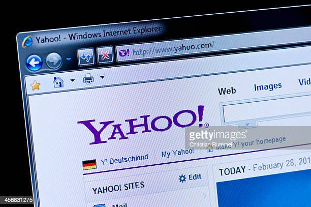 yahoo - macro shot of real monitor screen - yahoo brand name stock pictures, royalty-free photos & images
