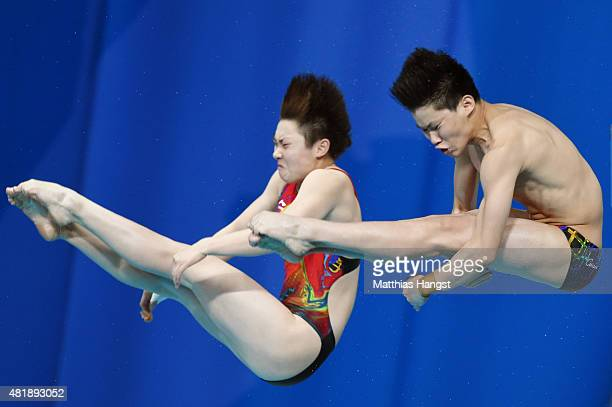 Yajie Si and Xiaohu Tai of China compete in the 10m Platform Synchronised Mixed Diving Final on day one of the 16th FINA World Championships at the...