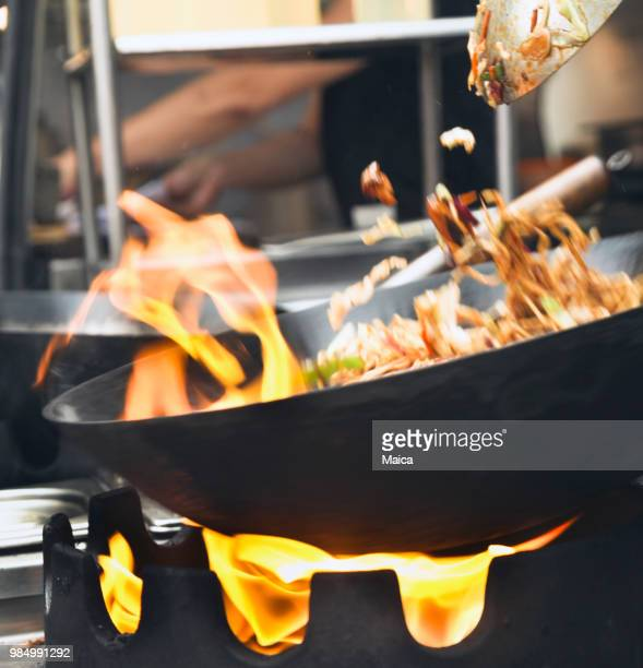 yakisoba street food - thai food stock pictures, royalty-free photos & images