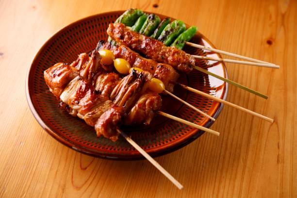 yakitori japanese food roast chiken grilled chicken on the stick - 焼き鳥 ストックフォトと画像