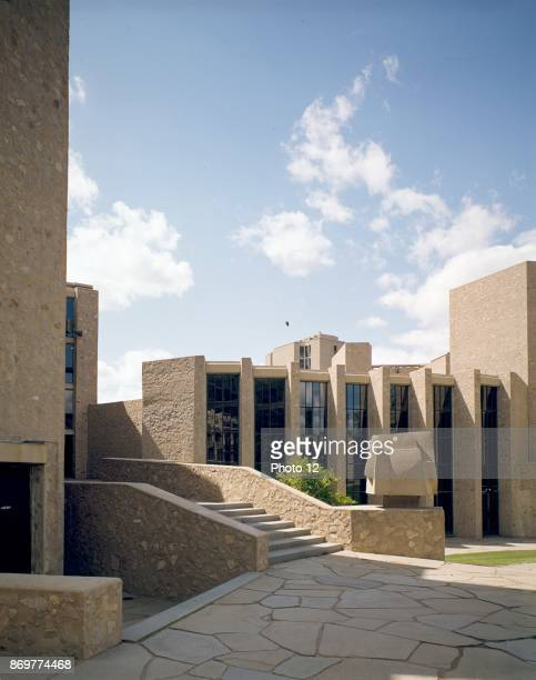 Yale University Samuel FB Morse and Ezra Stiles Colleges New Haven Connecticut 195862 Exterior designed by architect Eero Saarinen 19101961