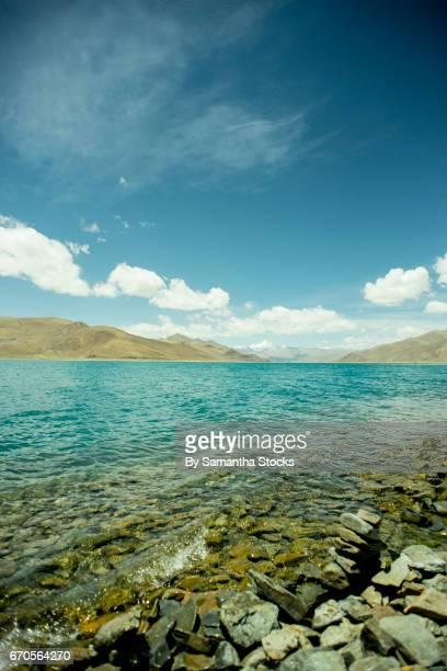 yamadrok lake, tibet - samantha stocks stock pictures, royalty-free photos & images