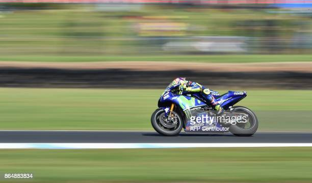 Yamaha rider Valentino Rossi of Italy competes during the Australian MotoGP Grand Prix at Phillip Island on October 22 2017 / AFP PHOTO / PAUL CROCK...