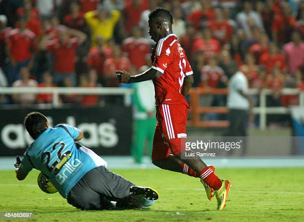 Yamilson Rivera of America de Cali struggles for the ball with Jhon Garcia of Real Cartagena during a match between America de Cali and Real...