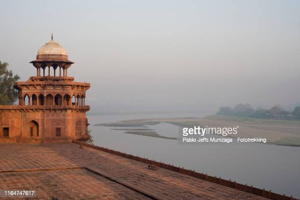 yamuna river at dusk in agra - yamuna river stock pictures, royalty-free photos & images