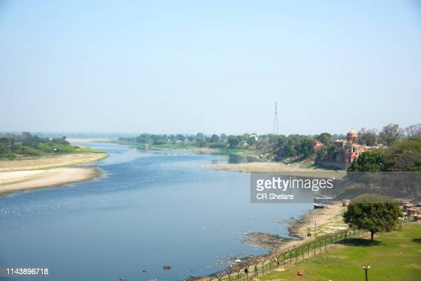 yamuna river in the indian city of agra. - yamuna river stock pictures, royalty-free photos & images