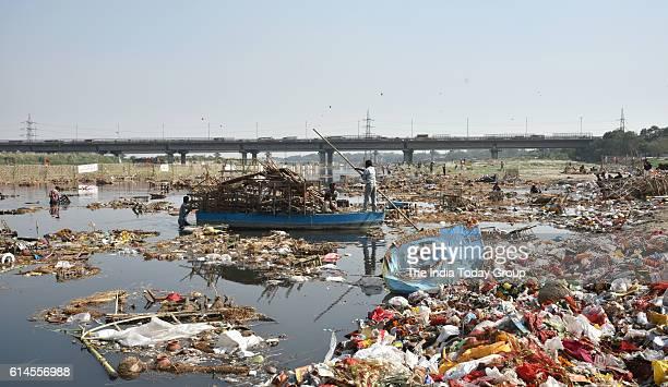 make a presentation on pollution of ganga and yamuna rivers