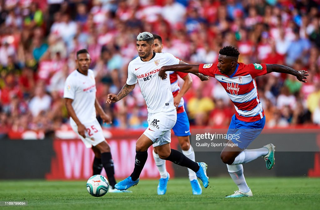 Granada CF v Sevilla FC  - La Liga : Fotografía de noticias