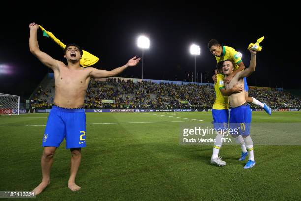 Yan Couto of Brazil and his teammates celebrate at the end of the FIFA U17 World Cup Brazil 2019 semifinal match between France and Brazil at Estadio...