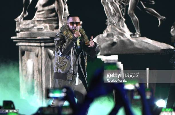 Yandel performs on stage during Univision's 'Premios Juventud' 2017 Celebrates The Hottest Musical Artists And Young Latinos ChangeMakers at Watsco...