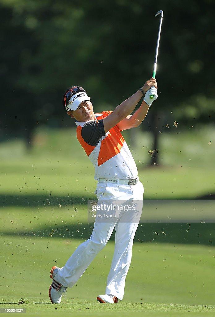 Y E  Yang of South Korea hits his second shot on the par 4