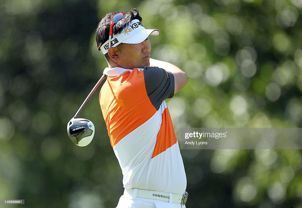 Y E  Yang of South Korea hits his tee shot on the par 4 7th