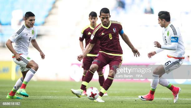 Yangel Herrera of Venezuela is challenged by Alan Cervantes of Mexico during the FIFA U20 World Cup Korea Republic 2017 group B match between Mexico...