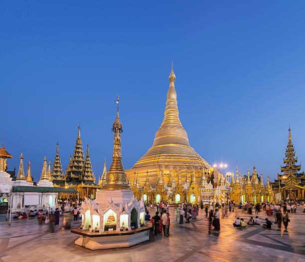 Yangon, Shwedagon Pagoda at sunrise