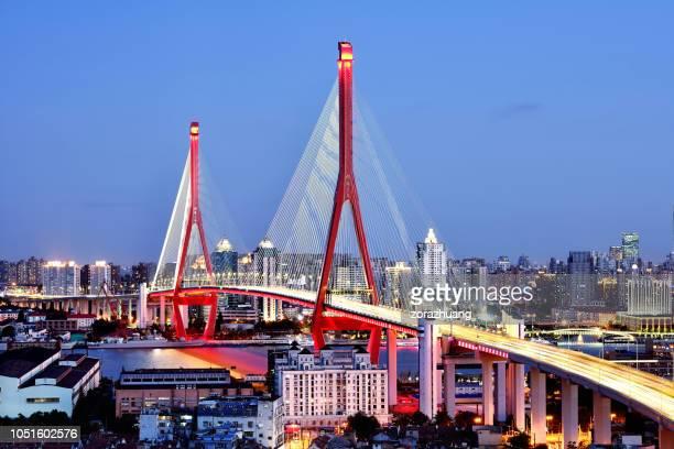 yangpu bridge at sunset, shanghai, china - ponte sostenuto da cavi foto e immagini stock