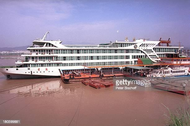 Yangtzekiang China Asien Reise Fluss Flüsse Schiff Boot PassagierSchiff Anleger