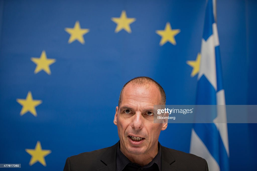 Finance Ministers Attend Eurogroup Meeting  As Greece's Fate Hangs In The Balance : Fotografía de noticias