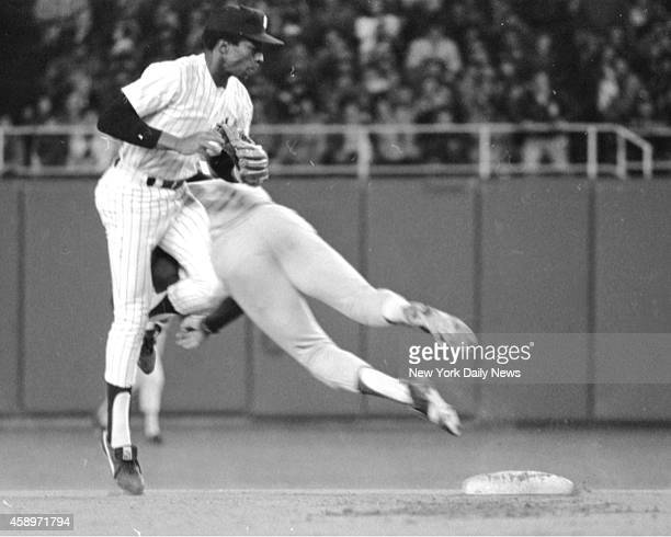 NY Yankees vs Kansas City Royals Playoffs Forced at 2d in the sixth Hal McRae takes out Willie Randolph with body block