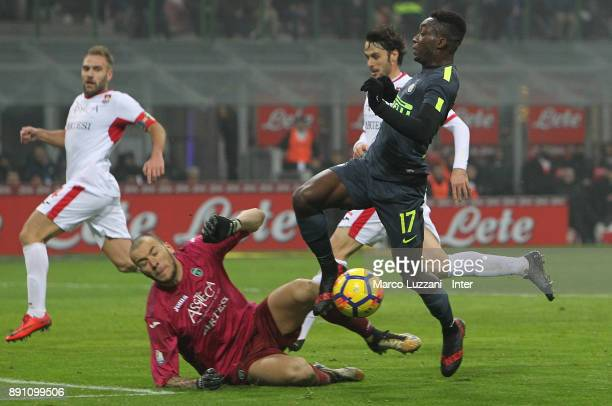 Yann Karamoh of FC Internazionale competes for the ball with Simone Perilli of Pordenone during the TIM Cup match between FC Internazionale and...