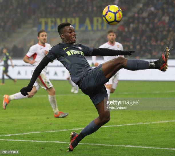 Yann Karamoh of FC Internazionale Milano controls the ball during the TIM Cup match between FC Internazionale and Pordenone at Stadio Giuseppe Meazza...