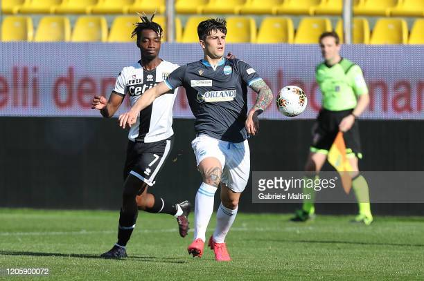 Yann Karamoh of Parma Calcio battles for the ball with Kevin Bonifazi of SPAL during the Serie A match between Parma Calcio and SPAL at Stadio Ennio...