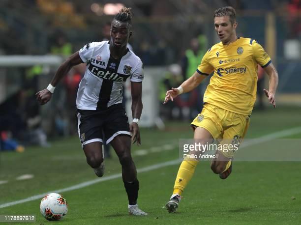 Yann Karamoh of Parma Calcio is challenged by Darko Lazovic of Hellas Verona during the Serie A match between Parma Calcio and Hellas Verona at...